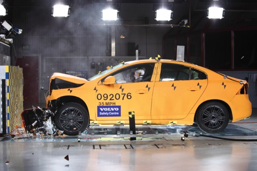 Vovlo crash test Sweden